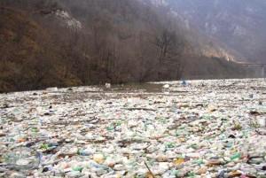 Plutaći otpad na jezeru Bočac