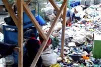 Presovanje plastičnog otpada na privremenoj deponiji
